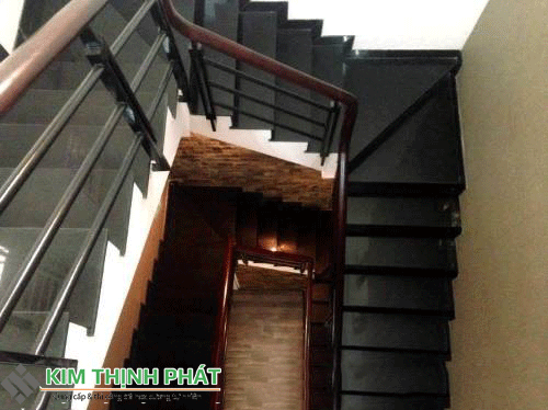 cầu thang đá đen huế