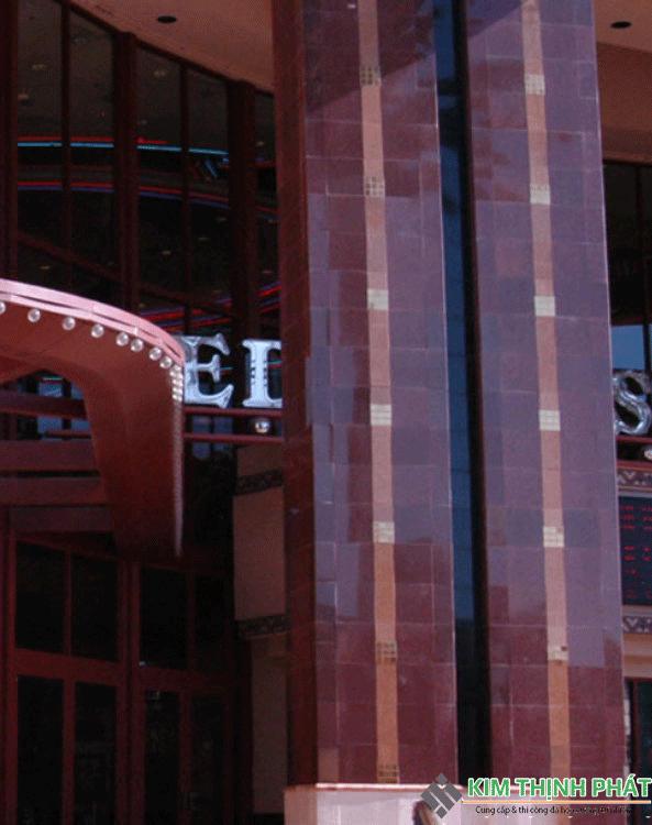 cột đá đỏ ruby ấn độ