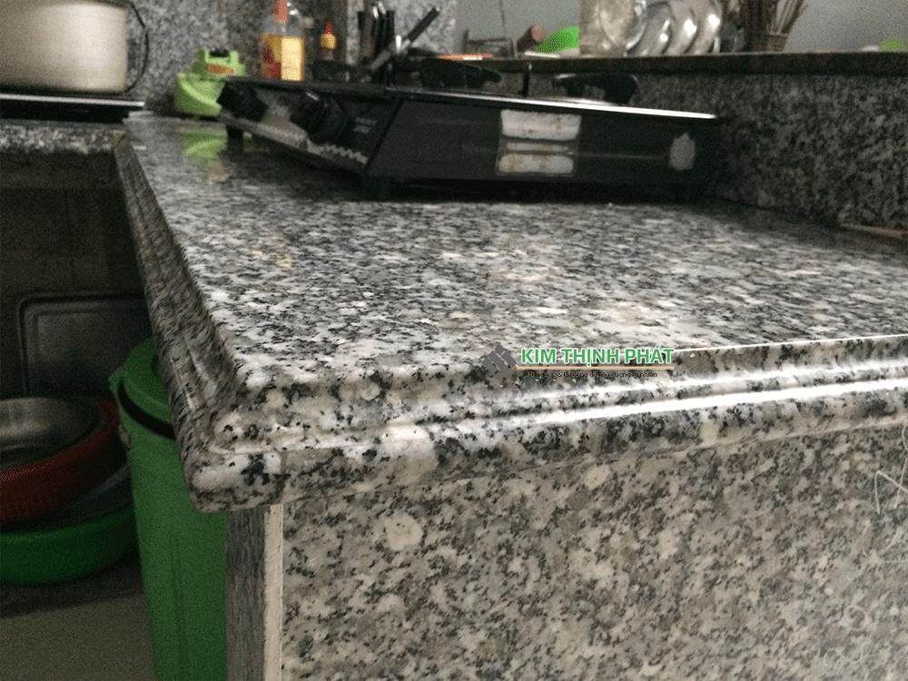 bàn bếp đá trắng suối lau