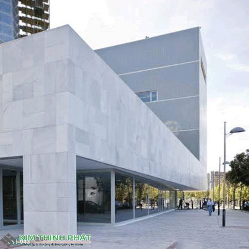 công trình làm bằng đá trắng ý