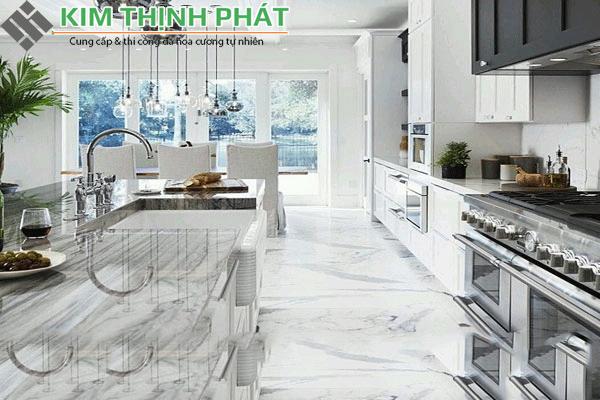 nhà bếp ốp đá trắng volakas