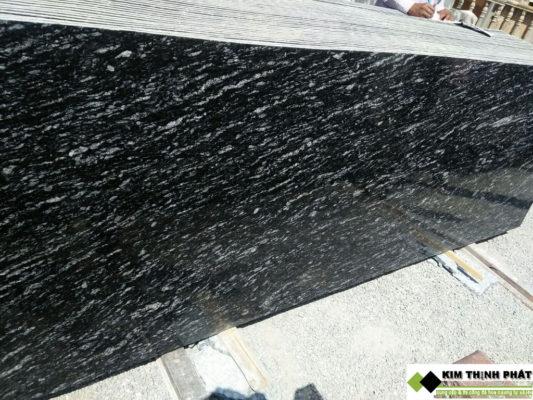 tấm đá đen nhiệt đới