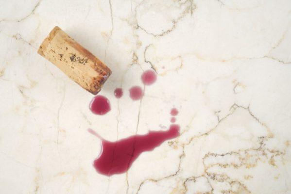 đá marble dễ phản ứng với chất axit