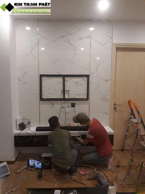 thi công đá ốp tường phòng khách