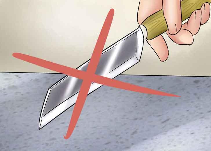 không nên cắt trực tiếp trên bề mặt đá tự nhiên