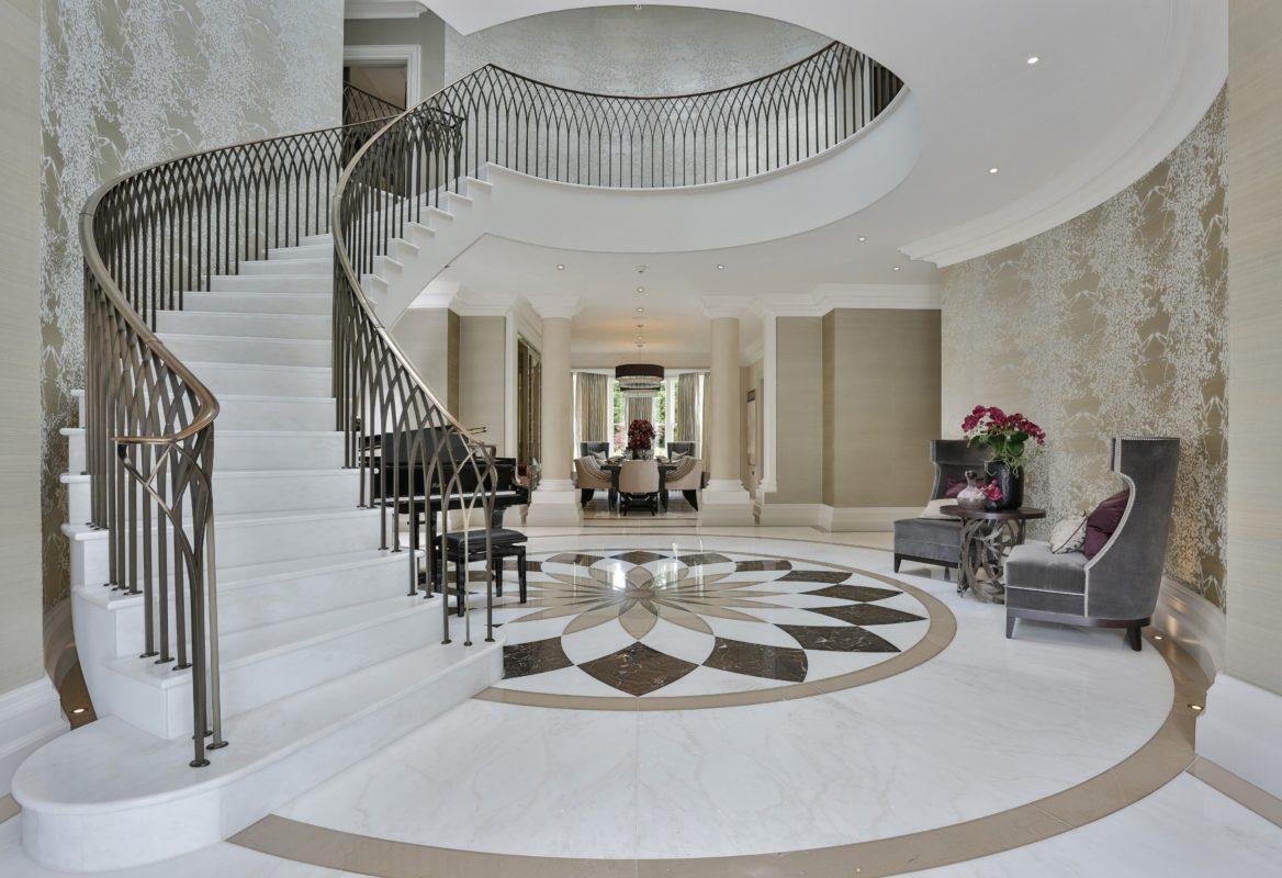không gian sang trọng với cầu thang đá marble
