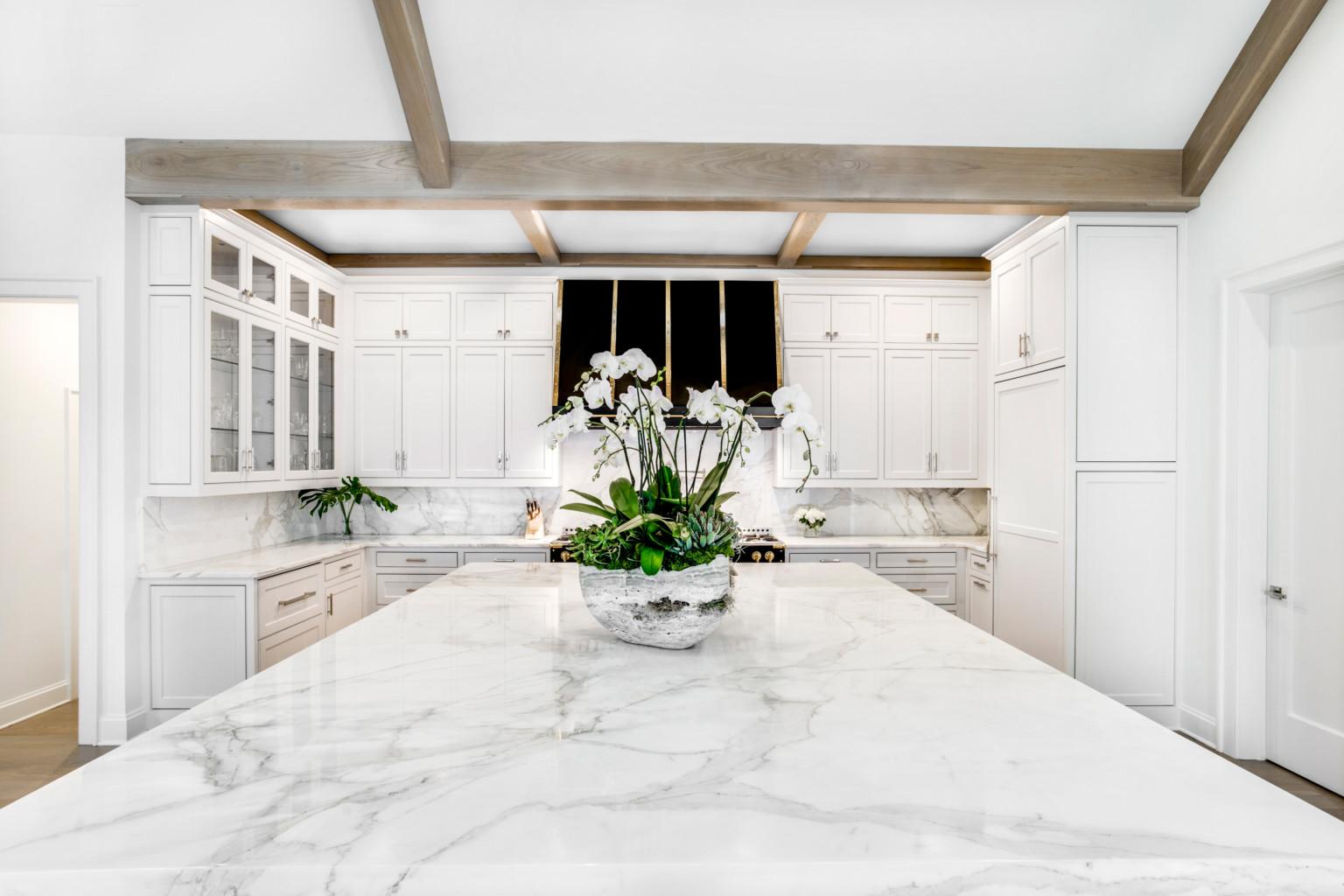 Vẻ đẹp cao cấp với bàn đá Marble trắng Ý