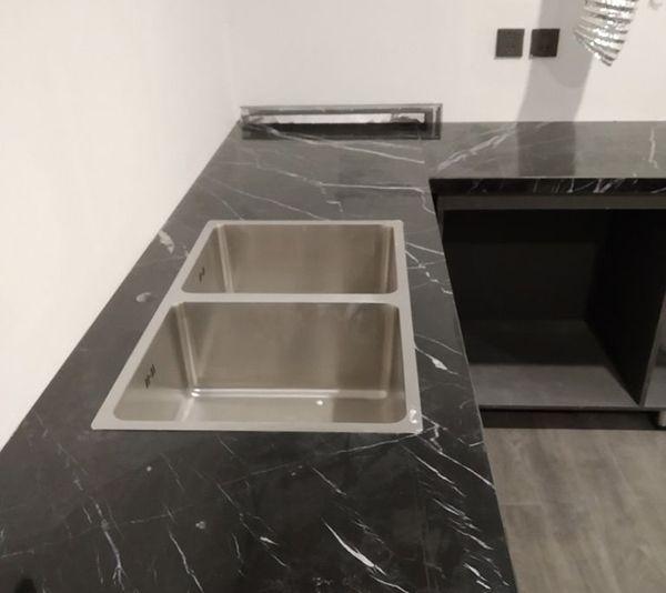Đá ốp bàn bếp màu đen