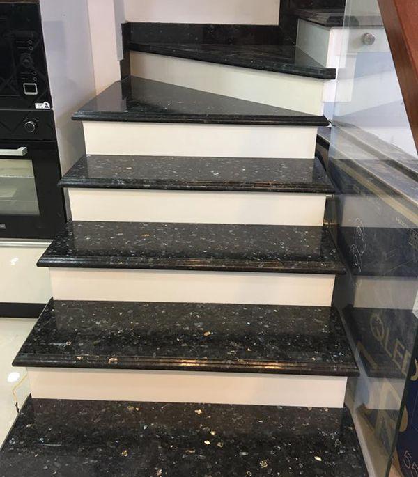 Đá ốp cầu thang đen cổ trắng đẹp phổ biến ở Việt Nam