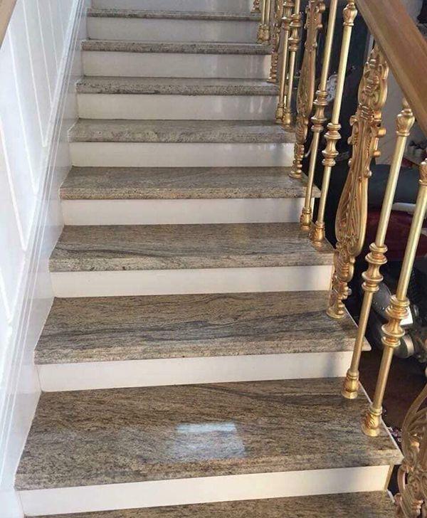 Cầu thang màu cổ điển ốp đá tự nhiên đẹp