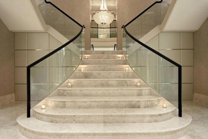 cầu thang đá marble vàng kem