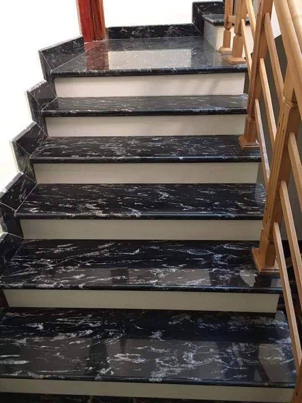 Cầu thang đá đen cổ trắng tự nhiên