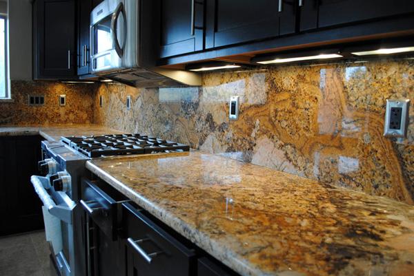 đá bàn bếp tự nhiên màu vàng