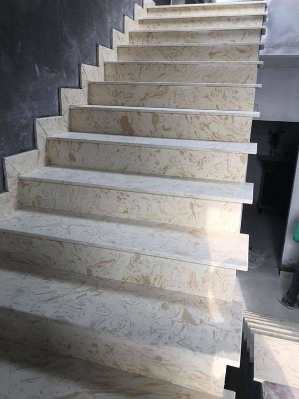 Cầu thang ốp đá màu trắng tự nhiên