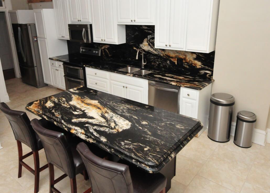 Không gian nhà bếp ốp đá Granite đen