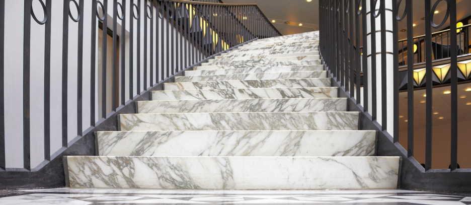 Cầu thang đá Marble tự nhiên với vẻ đẹp sang trọng