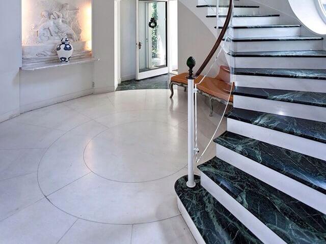 ứng dụng đá hoa cương cho cầu thang