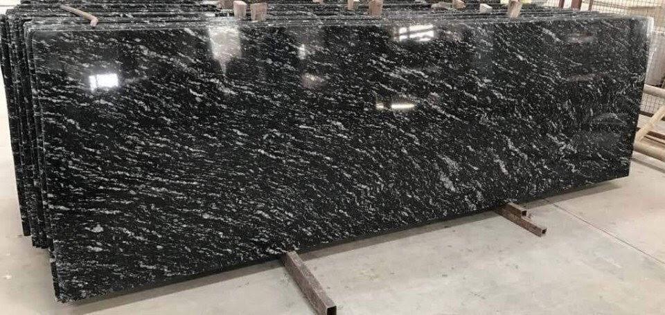 tấm đá hoa cương đen nhiệt đới đang hót trong những năm gần đây
