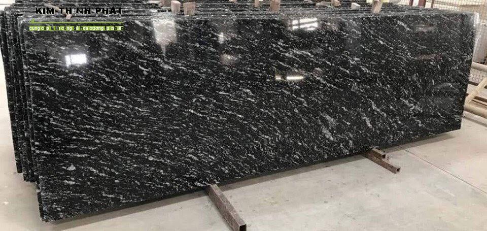 tấm đá Granite đen rừng Nhiệt Đới