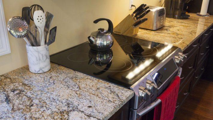 ứng dụng đá hoa cương cho bàn bếp