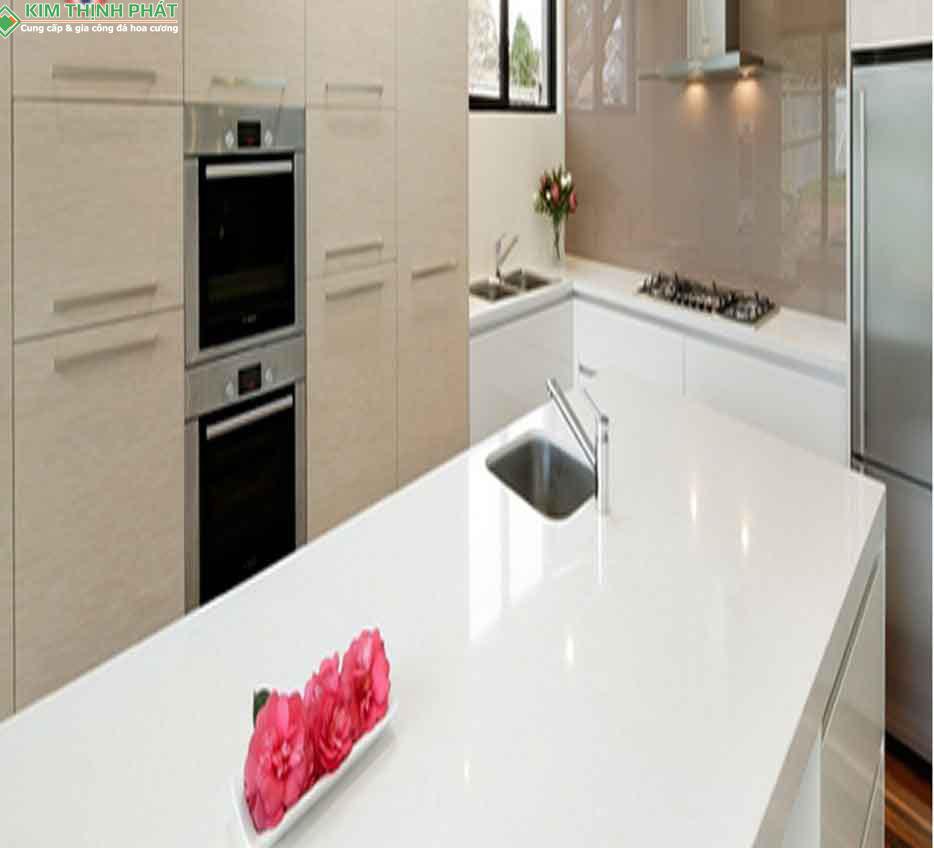đá trắng sứ ý ốp mặt bếp, mặt bàn, đảo bếp